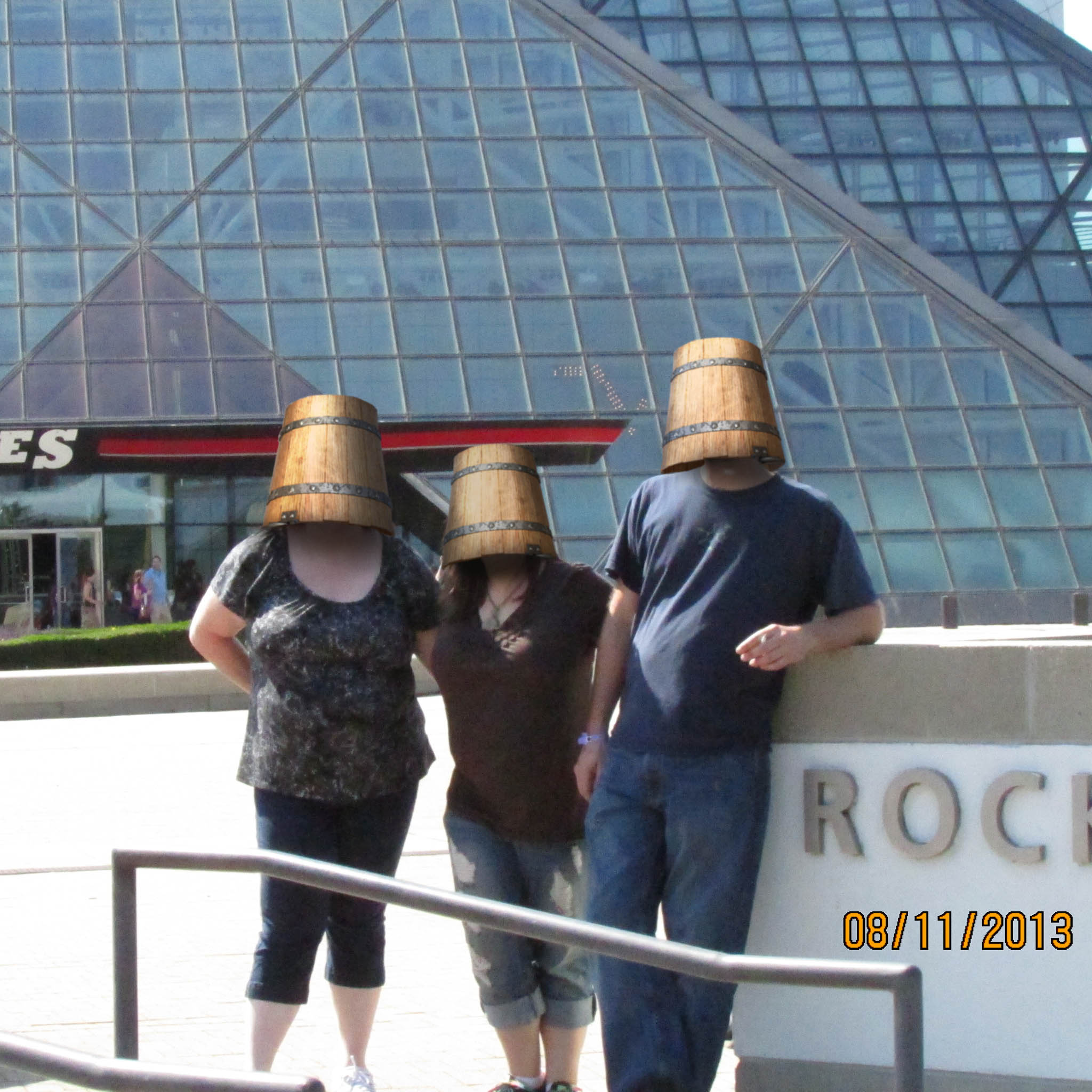 bucket_heads_squarecrop